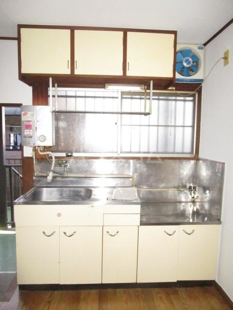 秋元コーポ A号室のキッチン