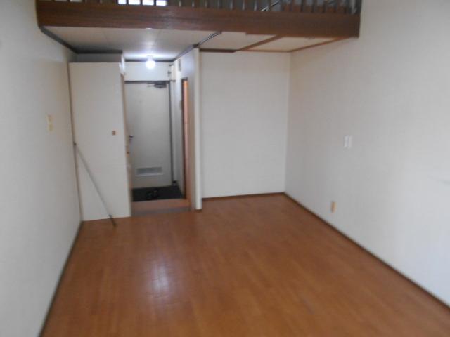 ホワイトウイングI・M 106号室のリビング
