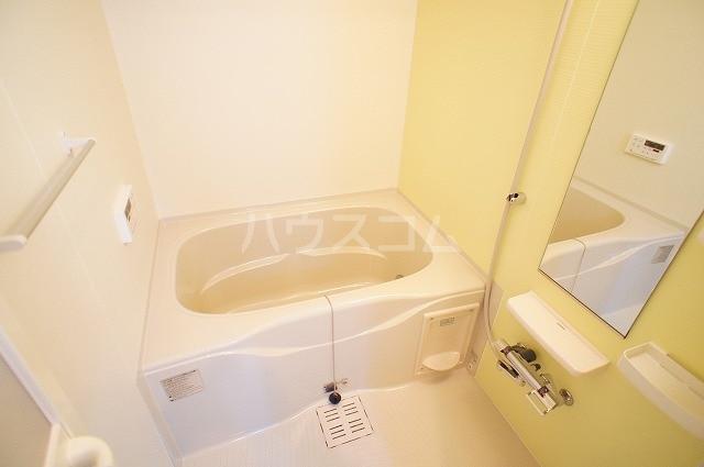 ルミエール マンション Ⅲ 01030号室の風呂