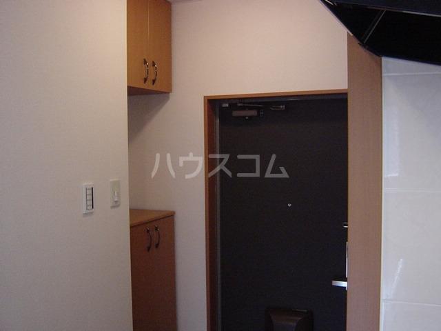 エバーハイツ 202号室の玄関