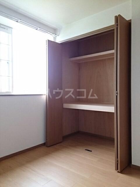 ヴィラルージュ 02030号室の収納