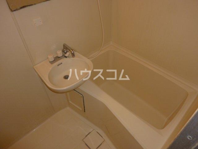 ハイツ相沢 301号室の洗面所