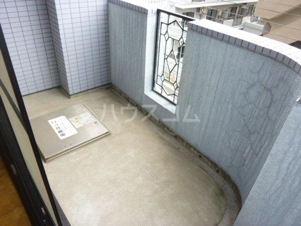 ガーデンハイツYM 402号室のバルコニー