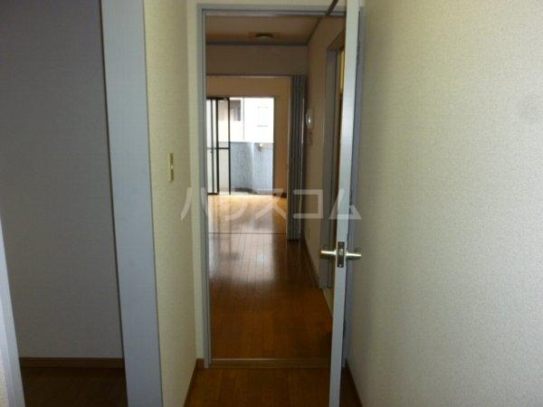ガーデンハイツYM 402号室の玄関
