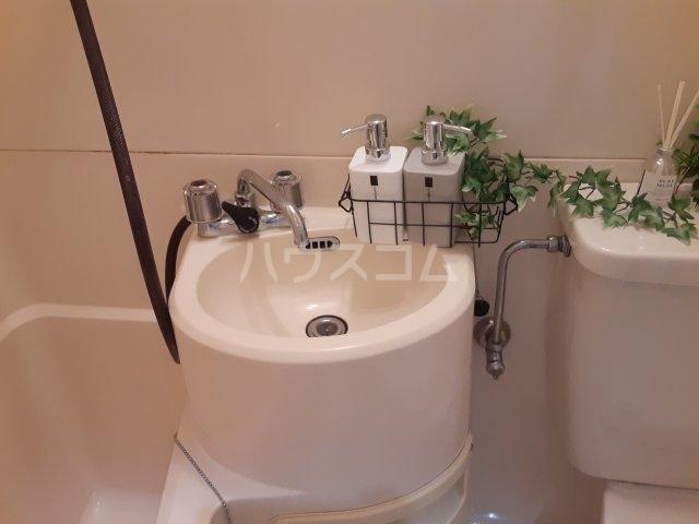 フローライト 407号室の洗面所
