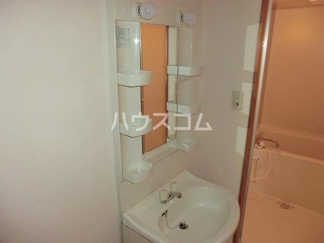 Surplus Three平和 101号室の洗面所