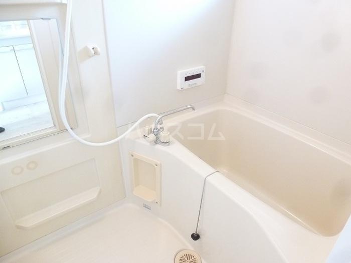 ソレアード葉鹿 201号室の風呂