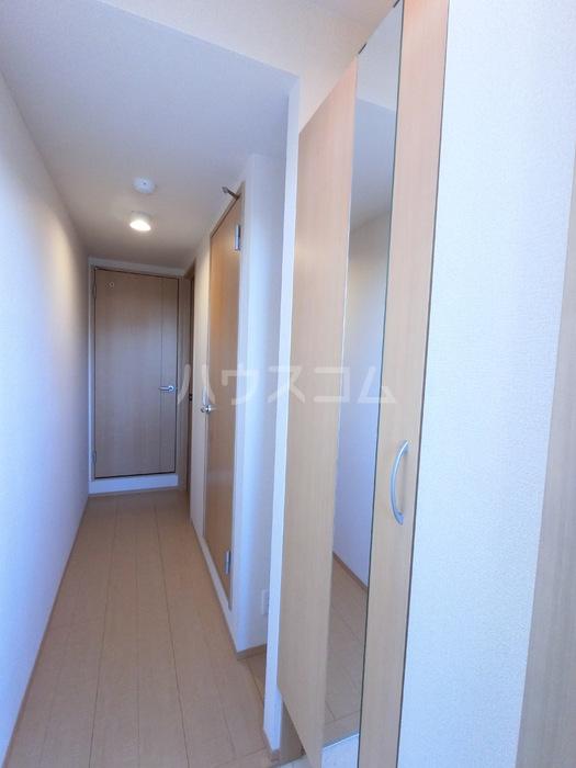 ラ・メゾンMMD Ⅲ 203号室の玄関