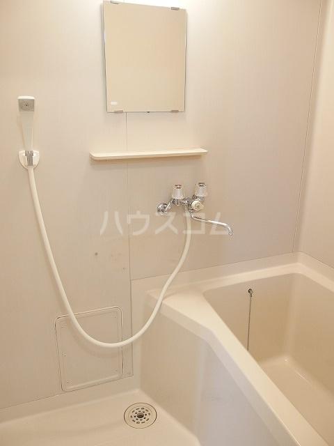 エルディムふじおかB 01070号室の風呂