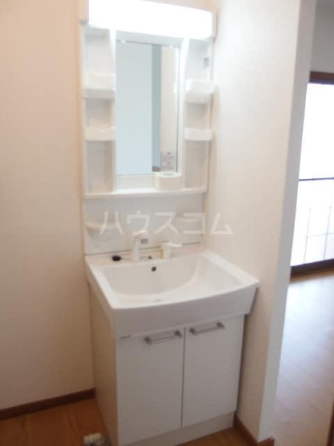 エルディムふじおかB 01070号室の洗面所