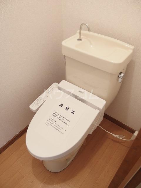 エルディムふじおかB 01070号室のトイレ