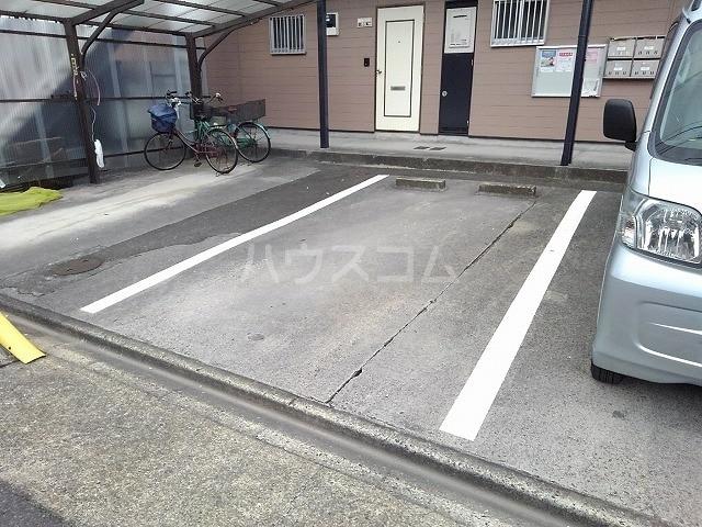 レジデンス吉津 02010号室の駐車場