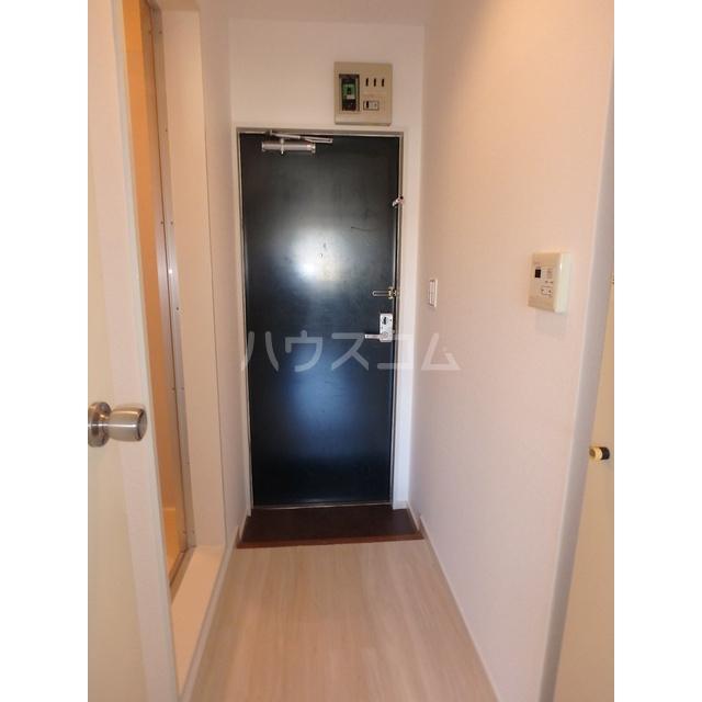 フリーダムA棟 205号室の玄関