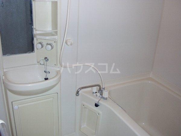 グランデュール夏見台 104号室の風呂