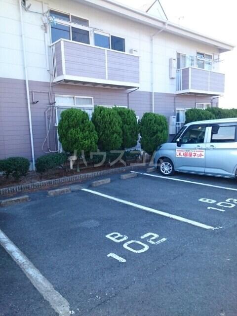 ニューシティ平田B 01010号室の駐車場