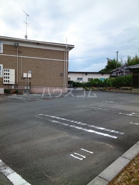 ふれんず西村 01020号室の駐車場