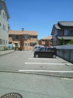 ボンヌシャンス c 02040号室の駐車場