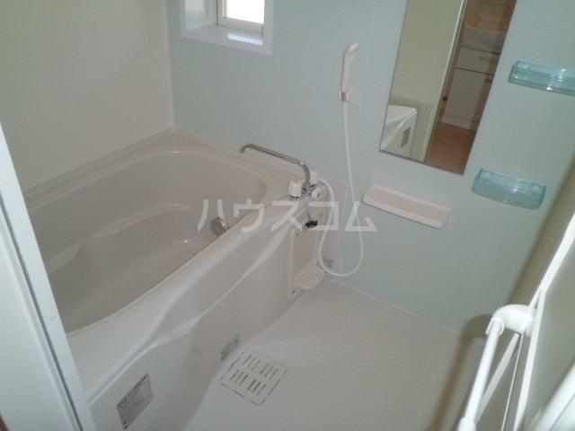 ラ・テール 01020号室の風呂
