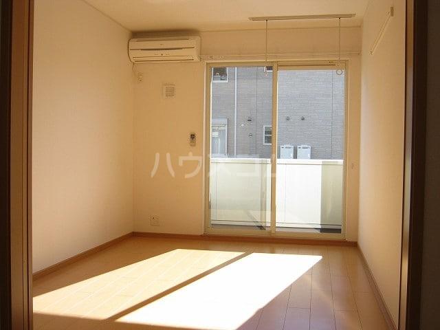 サウス カーサ セレノB 01030号室のリビング