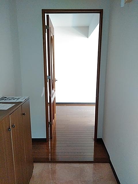 ピュアライフ天神 1-1号室の玄関