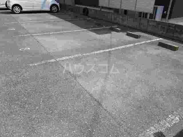 サニーヒルズ 02040号室の駐車場
