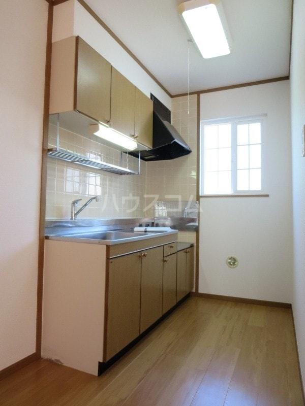 コットンフィ-ルド C 02020号室のキッチン