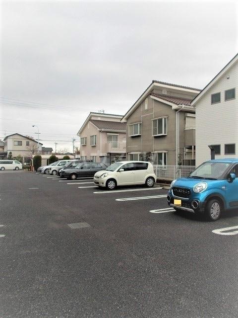 エル・ファーレA 02030号室の駐車場