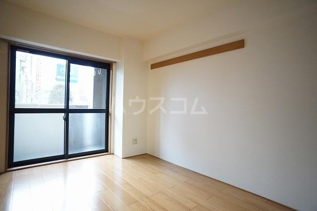 エル・ファーレA 02030号室の居室
