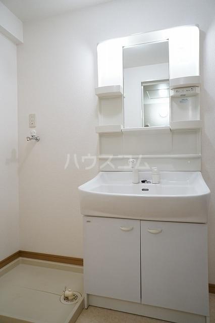 エル・ファーレA 02030号室の洗面所