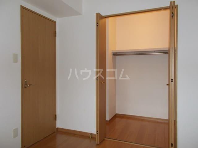 エル・ファーレA 02030号室の収納