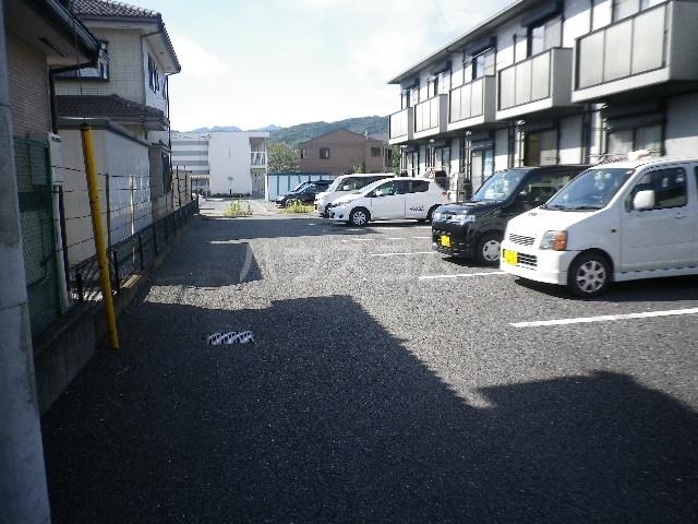 毛呂山ヒルズ 202号室の駐車場