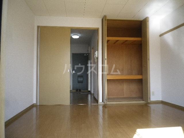 毛呂山ヒルズ 202号室のリビング
