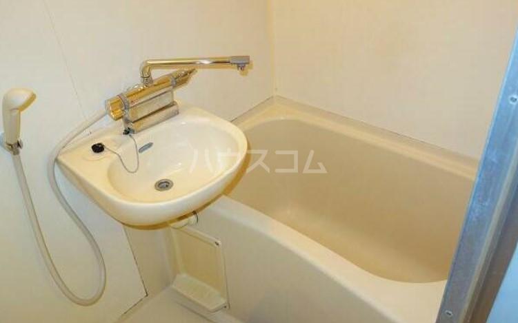ポプリタウン本町 103号室の風呂