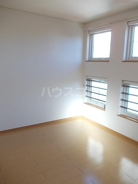 プリマヴェーラ 02010号室の居室