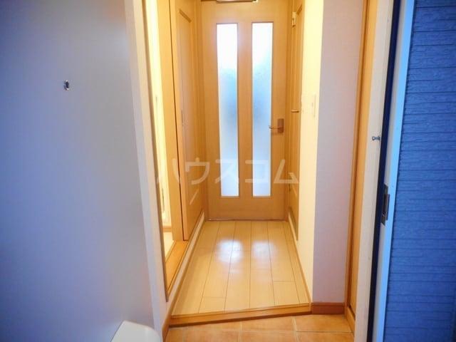 ハーヴェストヒルA 01010号室の玄関