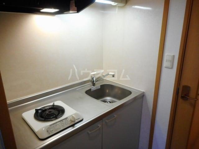 ハーヴェストヒルA 01010号室のキッチン