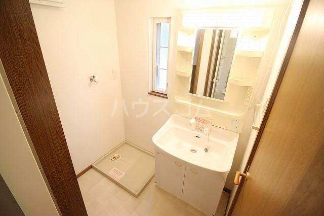 リバー・イースト・飯倉B 02040号室の洗面所