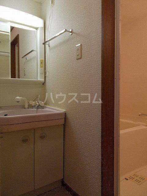 ヴィルヌーブ 01020号室の洗面所