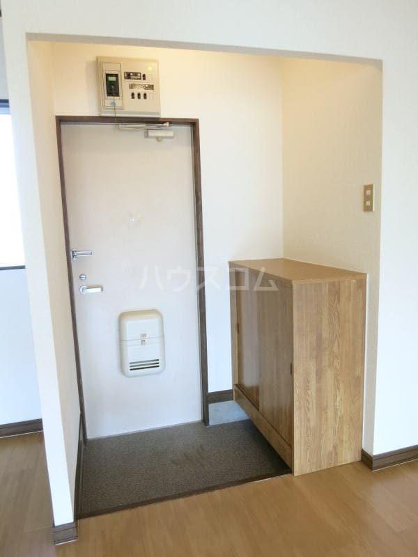 ハイツゆたか 01040号室の玄関