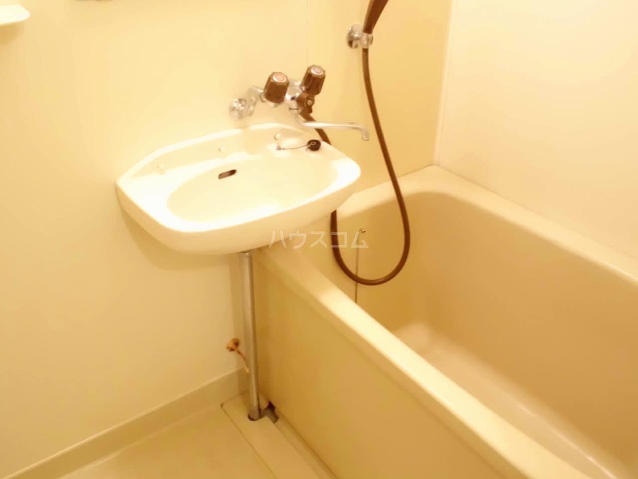 クレインコートハウス 01010号室の風呂