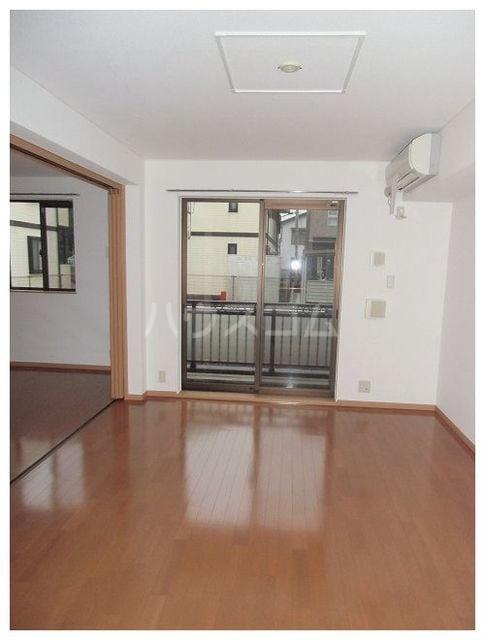 ユンヌバーグA 01020号室の玄関