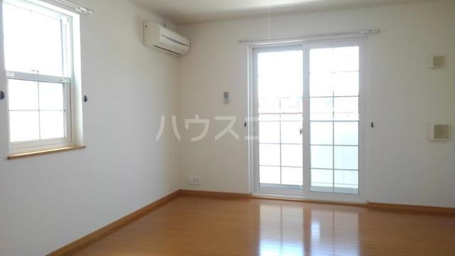 ソレアード・カーサⅡ 01010号室のリビング