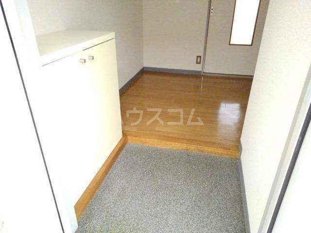 ガーデンハイツ服部Ⅰ 01010号室の玄関