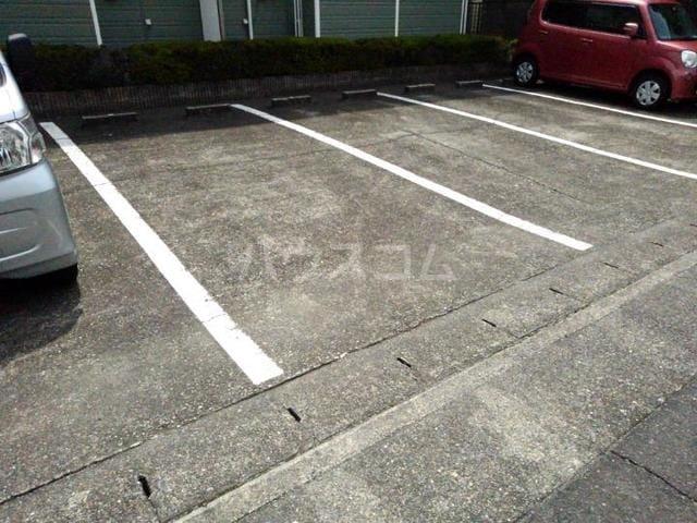 ガーデンハイツ服部Ⅰ 01010号室の駐車場