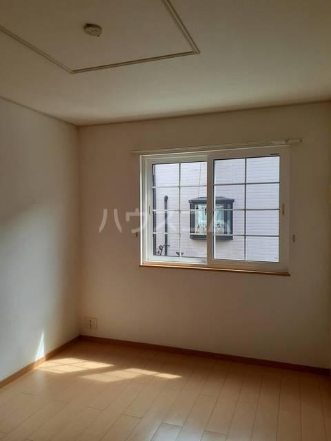 パークサイド仲原 01020号室の居室