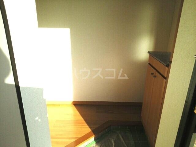 スカイヒルズC 02010号室の玄関