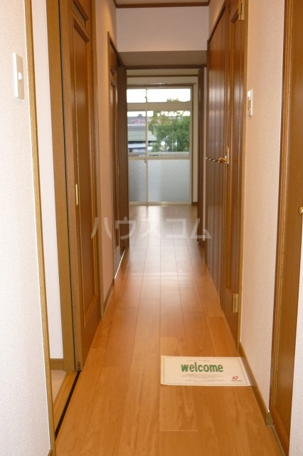 コスモ渡邉 Ⅱ 02010号室の玄関