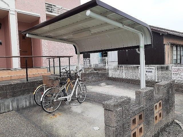 コンフォート江松Ⅱ 02010号室の駐車場