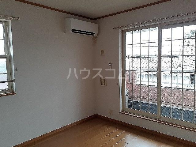 コンフォート江松Ⅱ 02010号室のリビング