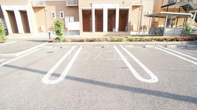 グリーンパークヒルズB 02030号室の駐車場